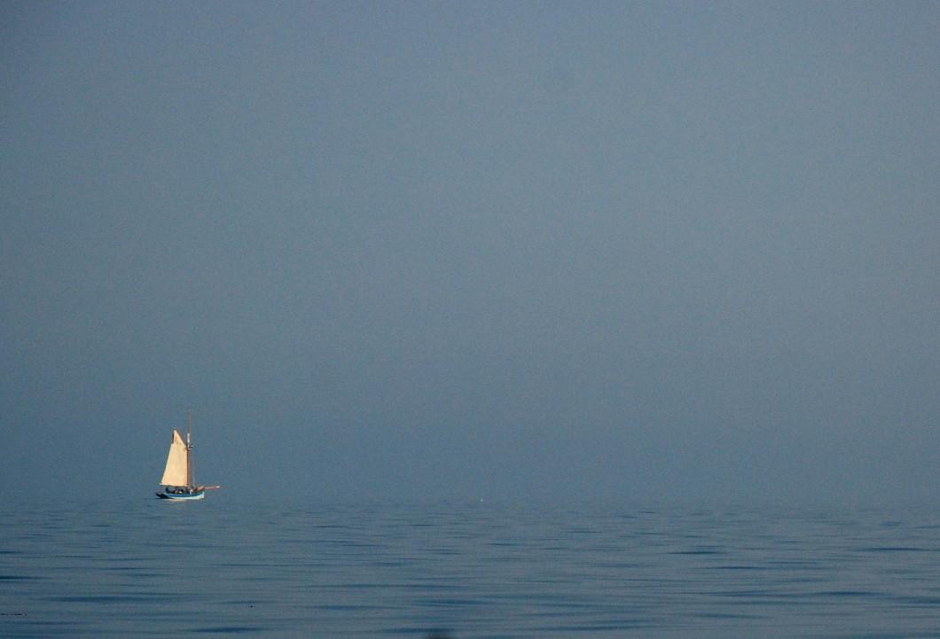Old Gaffer.  No horizon.
